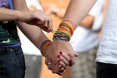 http://www.elalmanaque.com/Abril10/fotos/pulseras.jpg