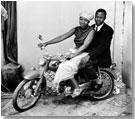 Nosotros dos en moto, julio 1970 � Malick Sidib�/Gwinzegal/di CHroma