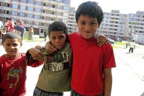 Niños rumanos en el barrio Lunik IX en Kosice.| Amanda Figueras