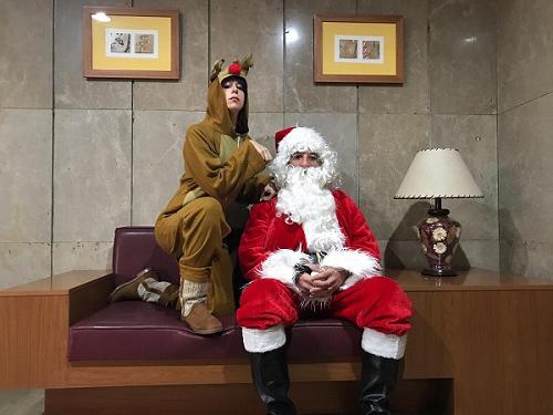 8784e5202e2 La compañía puso en macha por cuarto año consecutivo su visita editorial con  Papá Noel y sus renos