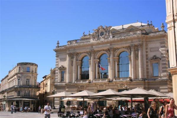 Plaza de la �pera, Montpellier.