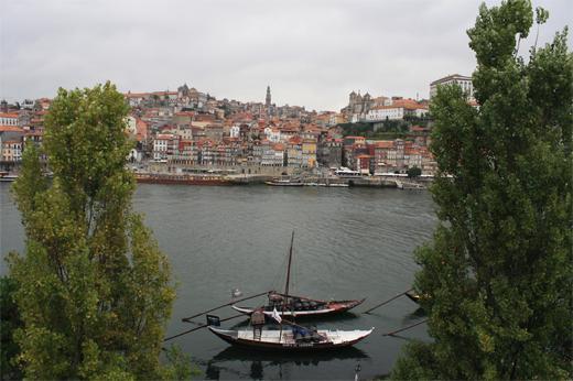 Oporto entre cultura patrimonio historia vinos y for Oficina turismo oporto