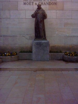Monumento a Dom P�rignon en Mo�t & Chandon en Epernay