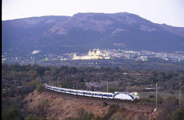 Elipsos internacional s a los trenhotel elipsos son los for Precio tren nocturno barcelona paris