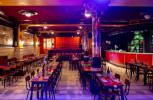 Sanar la mente en El Plata, el único café-cantante que sobrevive en Europa